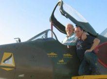 Piloto argentino y artillero britanico de Las Malvinas